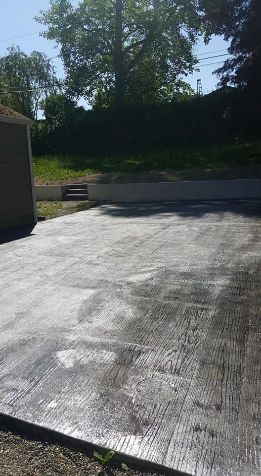 Concrete Back Patio Stamped Plank and retaning wall