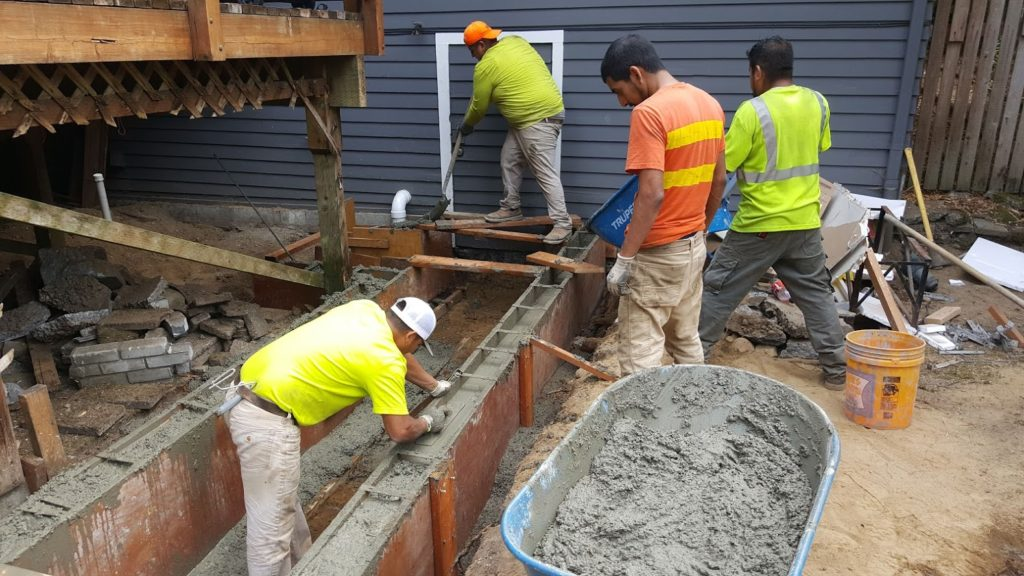 Retaining Wall Concrete Pour Finishers